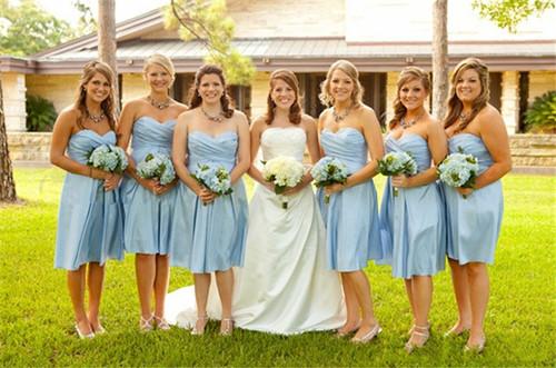 伴娘禮服款式有哪些,伴娘禮服什么顏色好,伴娘禮服選擇搭配