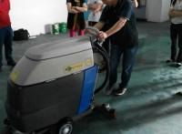开工第一天就有客户来采购手推式洗地机