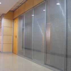 买酒店隔断认准丹阳黎斯卡家具——酒店玻璃隔断生产厂家