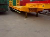 13米挖掘機運輸半掛車60噸級的多少錢,購機板半掛車