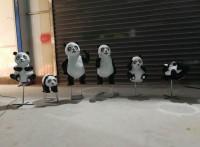 荆门掇刀区景观园林户外草地玻璃钢仿真熊猫家庭雕塑小品摆件
