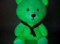 新奇毛绒玩具定制批发,呆萌坐姿小熊夜光毛绒玩具