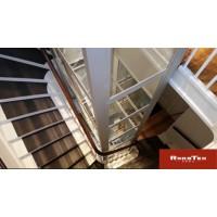 楼梯中间的小电梯,四面观光时尚美观